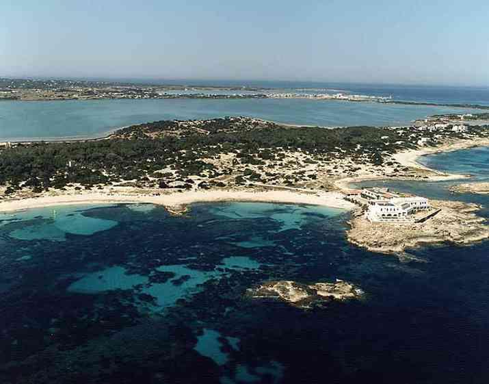 Playa es pujols en formentera informaci n mapa y fotos for Oficina turismo formentera